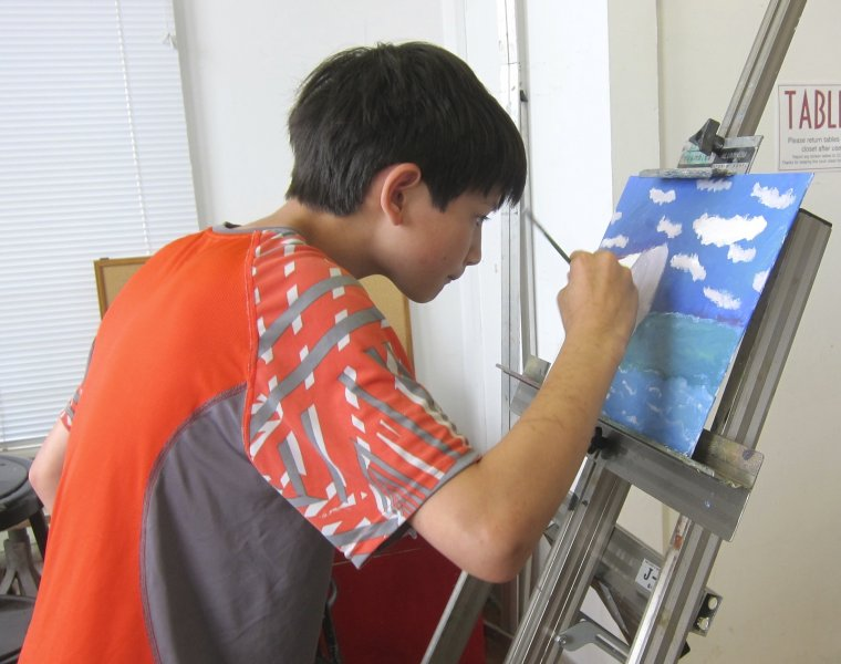 Summer camper painting with an easel